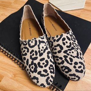 SPOTTED! 🐆 Lucky Brand Cloeey Snow Leopard Flat